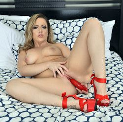 Carmen Valentina high heels