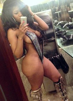 Bathroom nude selfshots from beddable..