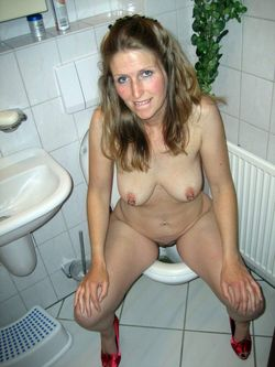 Girls caught on the toilet pan pictures