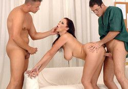 Famous babe Gianna Michaels with her..