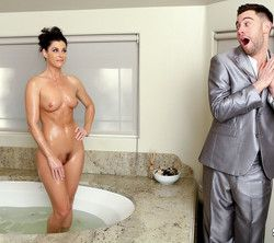 Stunning housewife India Summer..