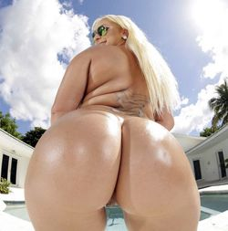 Blonde BBW Nina Kayy posing naked, big..