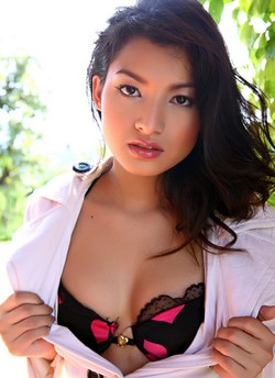 Quality asian erotica from Theblackalley